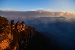 Katoomba, Australia. A huge wave of smoke from scattered bushfires can be seen in the distance from the Three Sisters rock formation in the Blue Mountains. It is estimated that 20 per cent of the Blue Mountains World Heritage Area has been impacted as bushfires continue across New South Wales