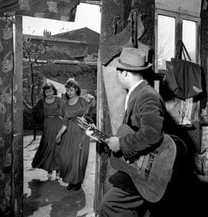 Les gitans de Montreuil 1950 (c) Atelier Robert Doisneau The gypsies of Montreuil in 1950