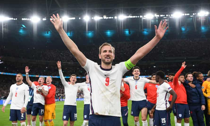 Harry Kane is soaked in the applause of the fans, along with his teammates from England, after beating Denmark 2-1.