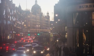 Air pollution and traffic in Brompton Road, Knightsbridge, London, in January 2017.