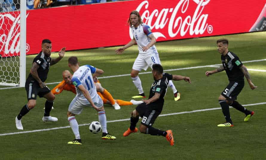 Alfred Finnbogason equalises from the rebound after Willy Caballero had fumbled a shot.