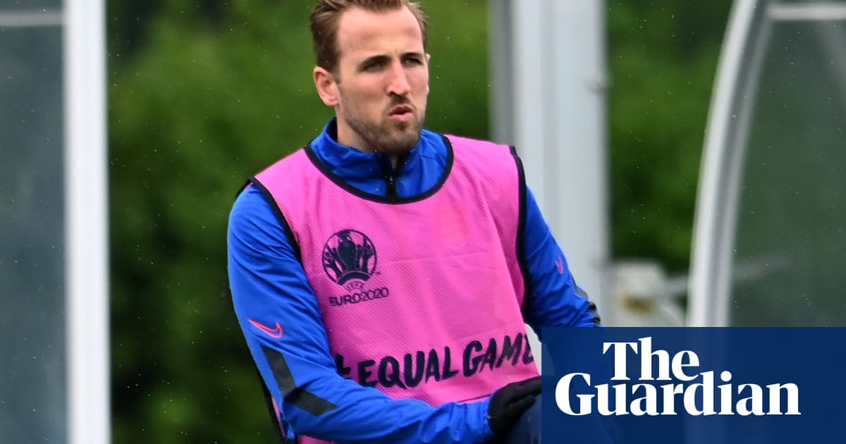 Manchester City make Harry Kane bid worth at least £100m to Tottenham