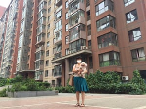 Han Jin, in front of the damaged Wantong compound in Vantone Central Park [万通新城国, Tianjin, with her poodle, Little Jingjing.