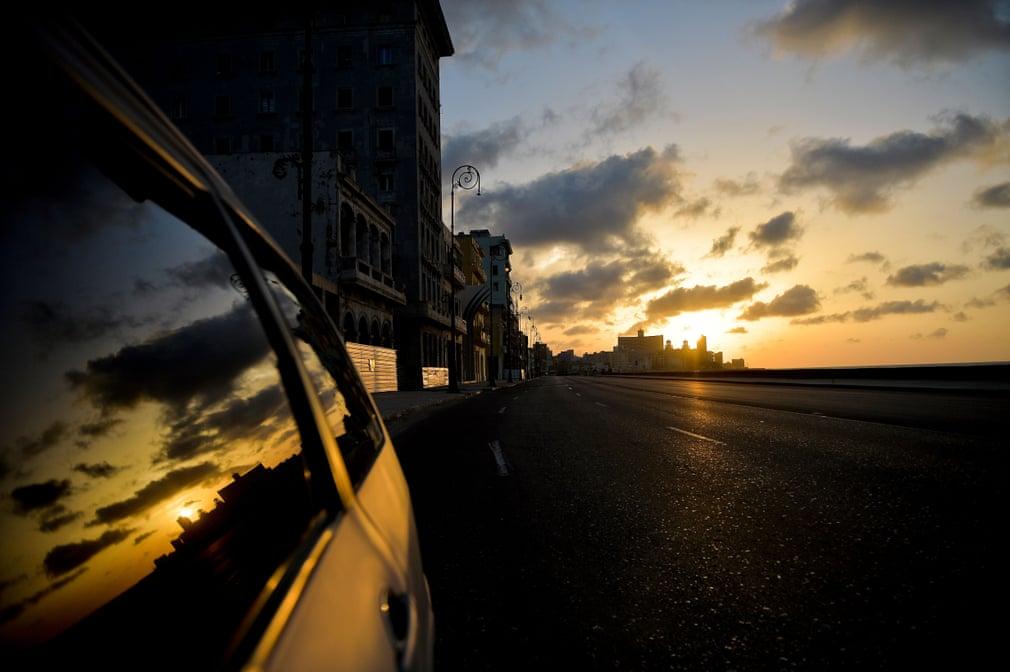 Kuba hatte die Pandmei bis Ende Juni weitgehend eingedämmt, indem es Patienten isolierte und eine strenge Kontaktverfolgung durchführte | Bildquelle: https://www.theguardian.com/world/gallery/2020/sep/03/coronavirus-curfew-in-havana-cuba-in-pictures © Yamil Lage/AFP/Getty Images | Bilder sind in der Regel urheberrechtlich geschützt
