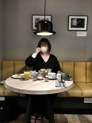 blogger drinking coffee