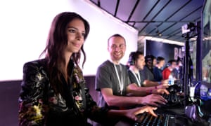Model Emily Ratajkowski plays Battlefield 1 after the Electronics Arts news conference at E3.