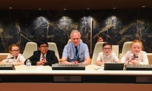 UN special rapporteur Philip Alston with pupils from Avenue End school