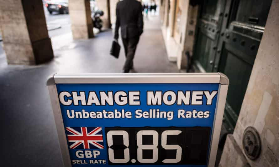 An exchange rate sign in Paris