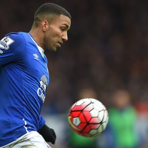 Aaron Lennon tries to give Everton momentum.