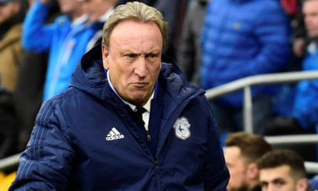 'To hell with the rest of the world': Neil Warnock attacks government's handling of Brexit - video