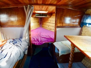 Among the other dwellings is a boat converted into a double bedroom with table and benches and a rear terrace. There is also a wooden cabin housing a double bed and a 20 sq m chalet, plus an adjacent shed used as a shower room with dry toilet.