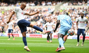 Lucas Moura in action.