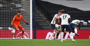 Sanchez marque un but contre son camp.