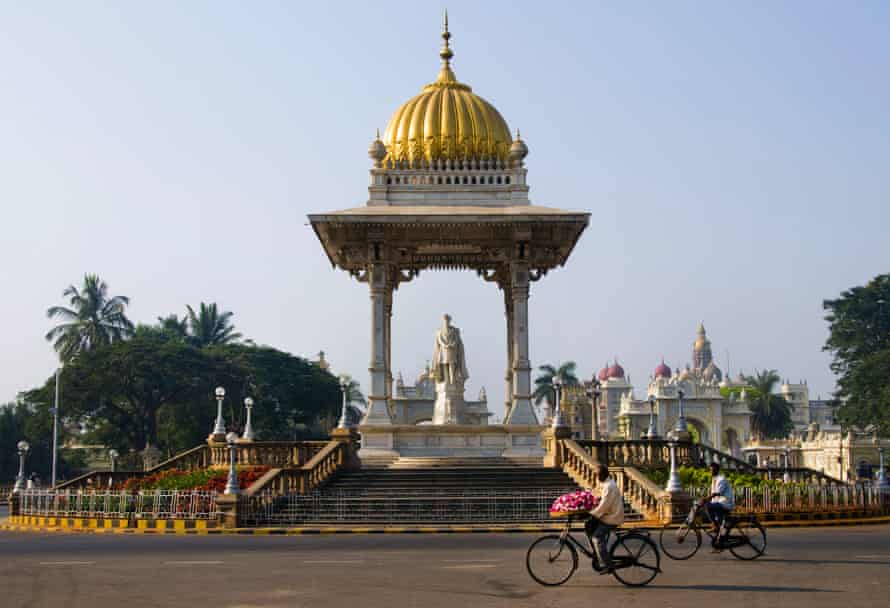 Statue of maharadja Chamarajendar Wodeyar, Mysore palace, Karnataka, India