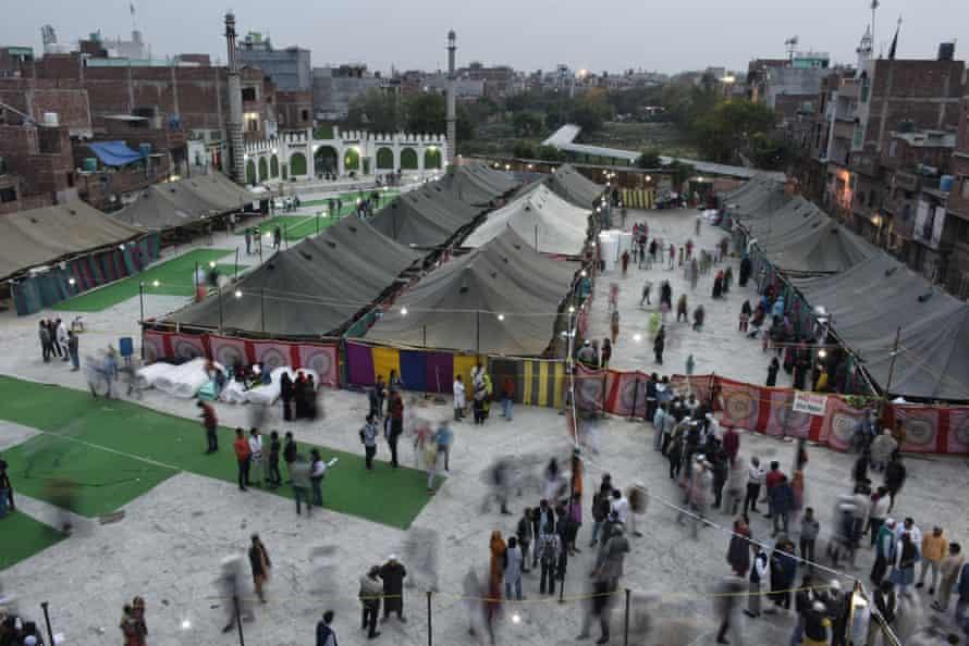 Makeshift tents in Mustafabad