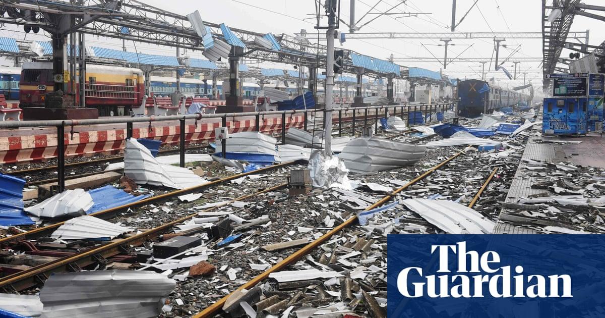 Cyclone Fani hits Bangladesh after killing 15 in India