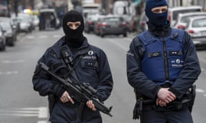 Armed police seal off the Rue des Quatre-Vents - Vierwindenstraat in Molenbeek