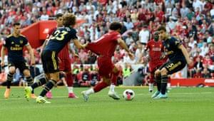 David Luiz pulls the shirt of Mohamed Salah.