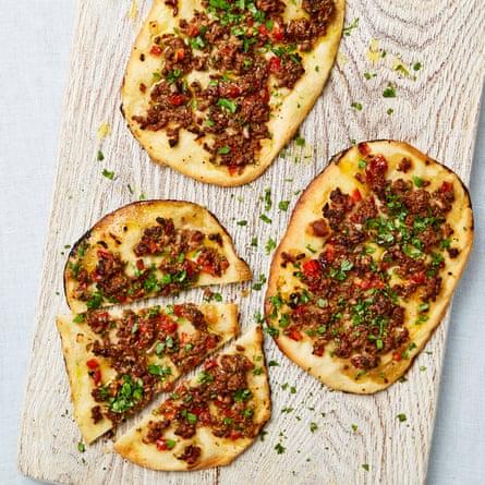 Lamb, tomato and baharat pizzette