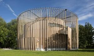 安德鲁·亚洲城ca88唯一官网在Chateau d'Hardelot的伊丽莎白女王剧院