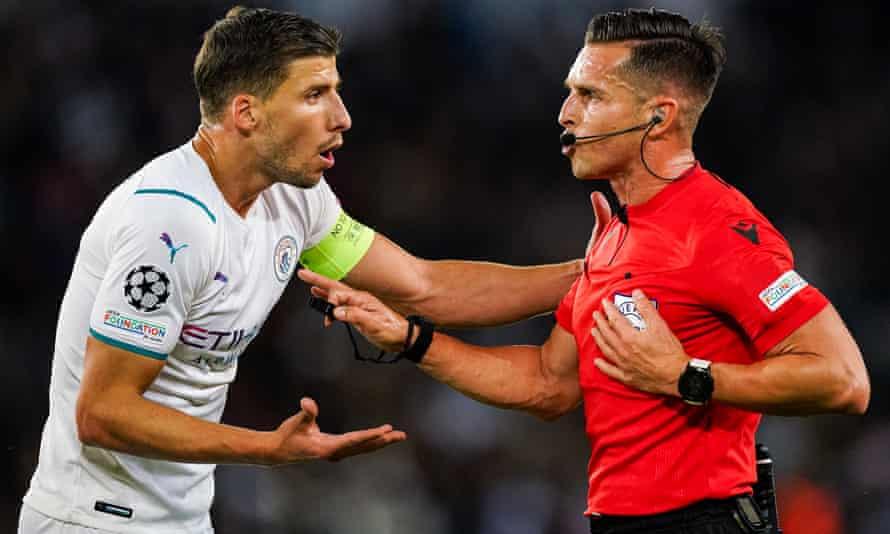 Rúben Dias appeals to referee Carlos del Cerro Grande during Manchester City's 2-0 defeat at PSG