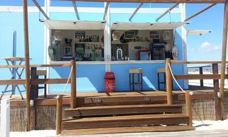 Camaleao Beach Bar, Armona island.