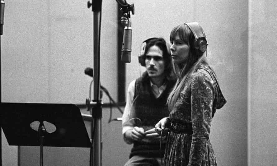 James Taylor and Joni Mitchell in 1970 recording backing vocals on Tapestry.