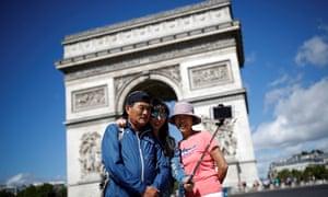 A tourist selfie by the Arc de Triomphe, Paris