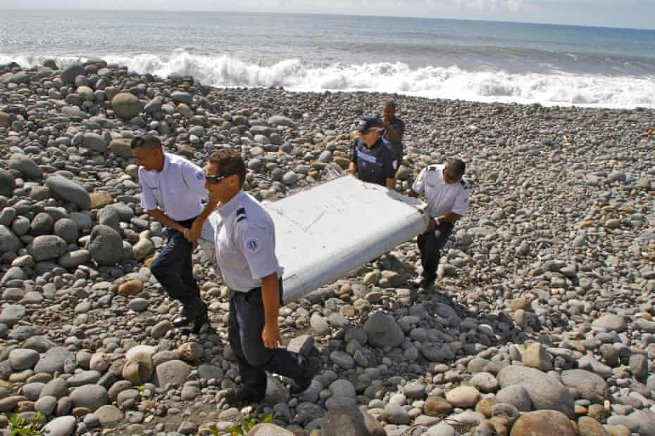French police carry a flaperon found on Réunion Island in July 2015