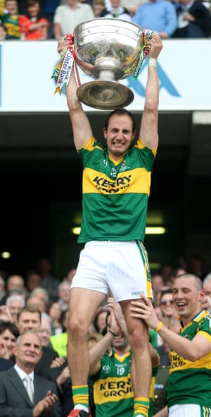 An emotional Tadhg Kennelly lifts the Sam Maguire trophy at the 2009 All Ireland Final between Kerry and Cork.