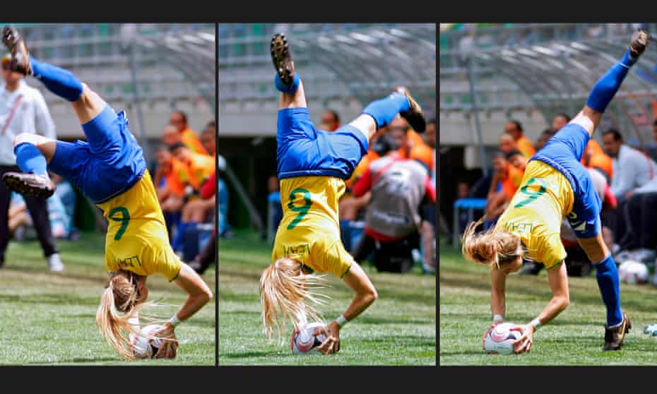 Brazilian footballer Leah Fortune surprised everyone at the U20 Women's World Cup in 2014 with a flip throw-in