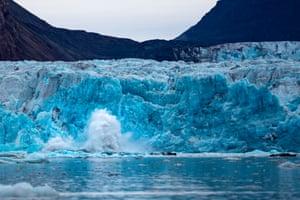 A glacier calving into Kongsfjorden bay outside Ny-Ålesund, Svalbard.