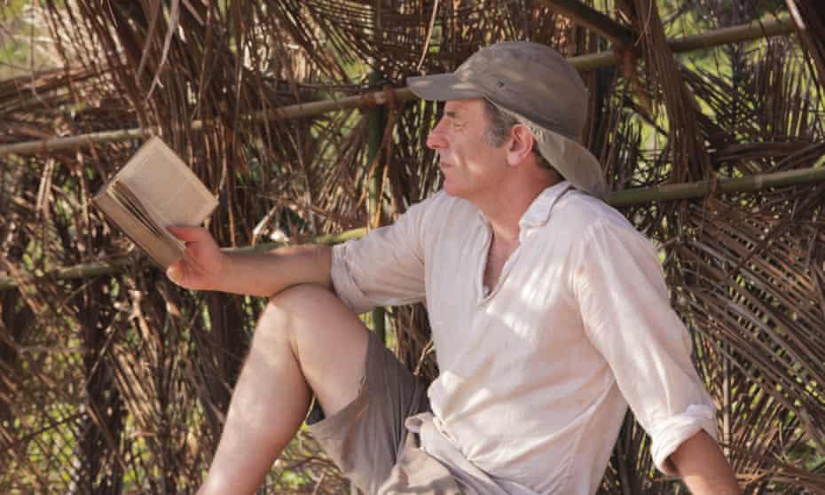 Robson Green reads Daniel Defoe's Robinson Crusoe on the remote North Guntao Island in the South China Sea.