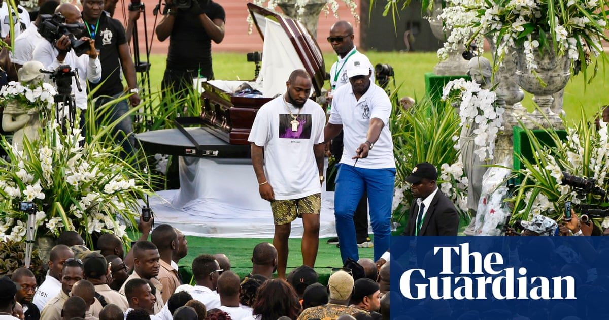 DJ Arafat fans who forced open coffin and took photos held by police