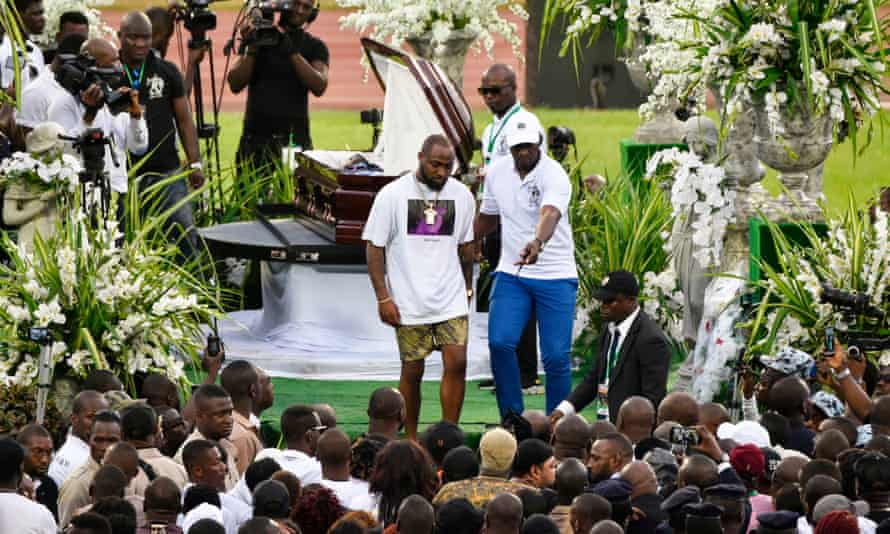Nigerian singer Davido paying his respects to DJ Arafat at his funeral ceremony in Abidjan on Saturday.