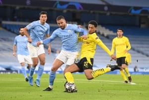 Jude Bellingham of Borussia Dortmund shoots under pressure.