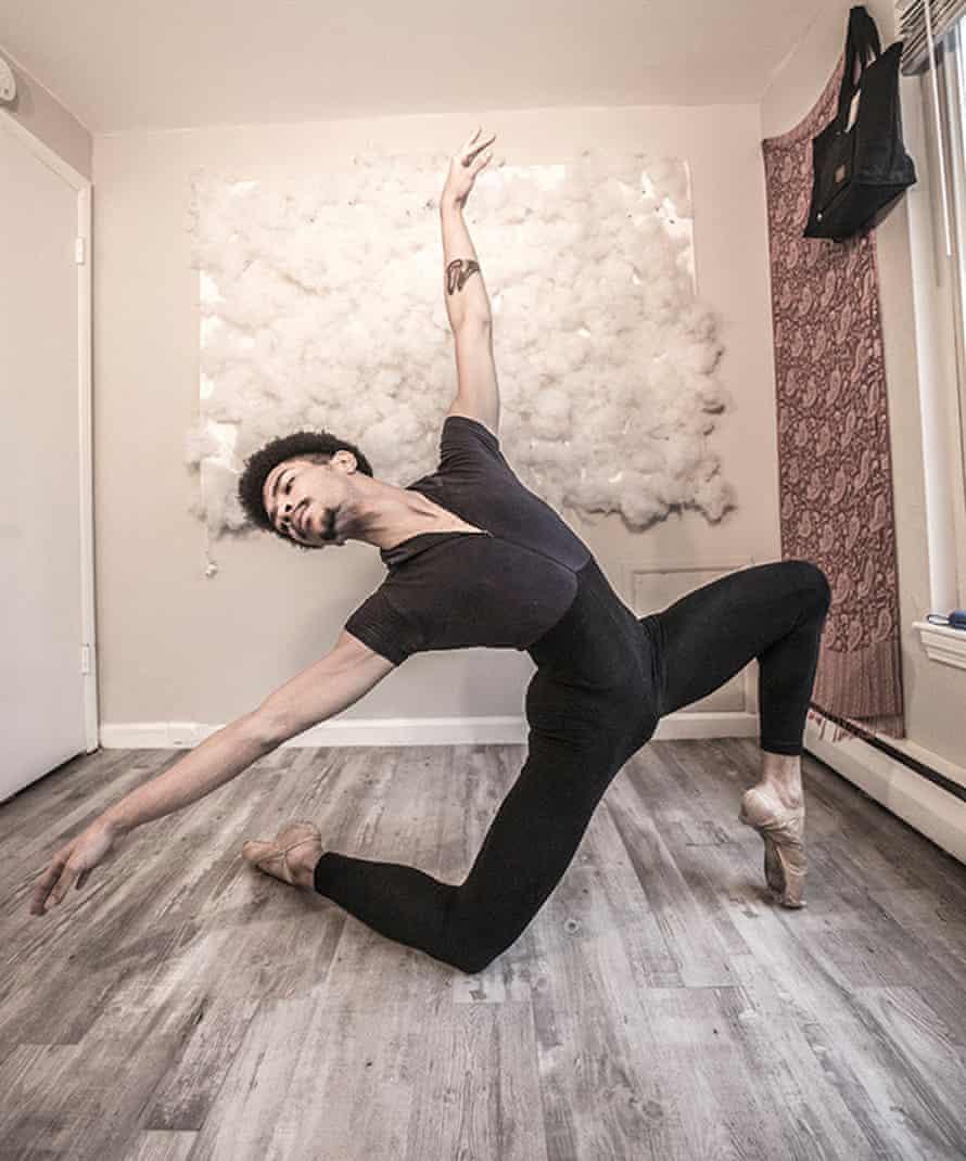 Brian Syms, male ballerina who dances en pointe