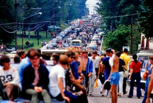 Vehicle and pedestrian traffic on the way to Woodstock