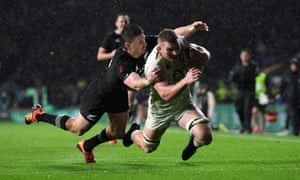 Sam Underhill of England breaks clear, to score, but the try is disallowed