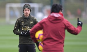 93327d304 Arsenal head coach Unai Emery talks to Mesut Ozil during a training session  at London Colney