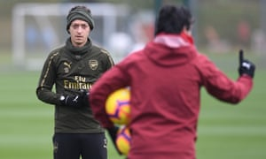 Mesut Özil listens to Unai Emery during Arsenal training on Friday and is set to play more of a part over the festive period.