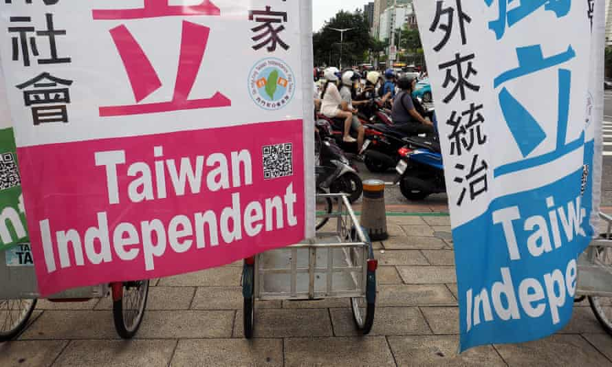 People ride rickshaws displaying banners saying in Chinese and English 'Taiwan Independent' and 'Establish An Independent Country' in Taipei