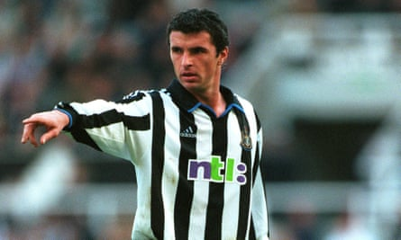 Gary Speed playing for Newcastle United.