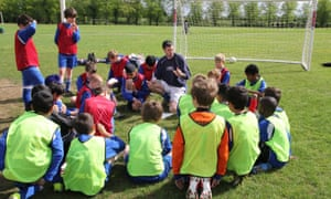 Jamie Fahey coaching Whiteknights FC youth footballers in Reading