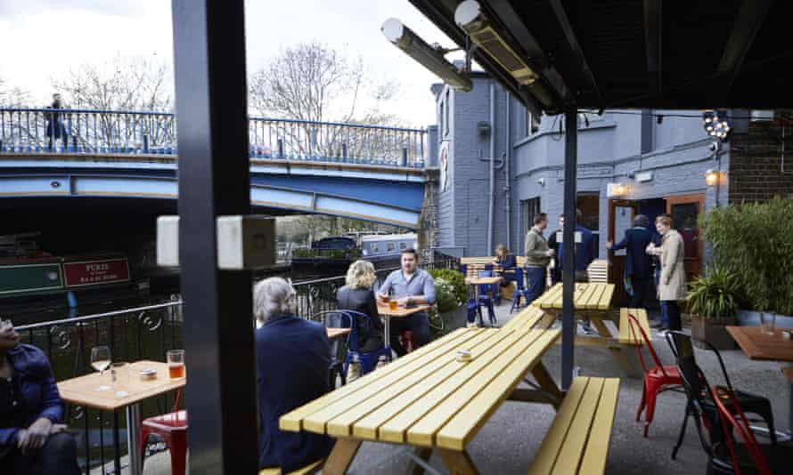 The canalside garden at the Union Tavern.