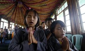 children praying in Myanmar