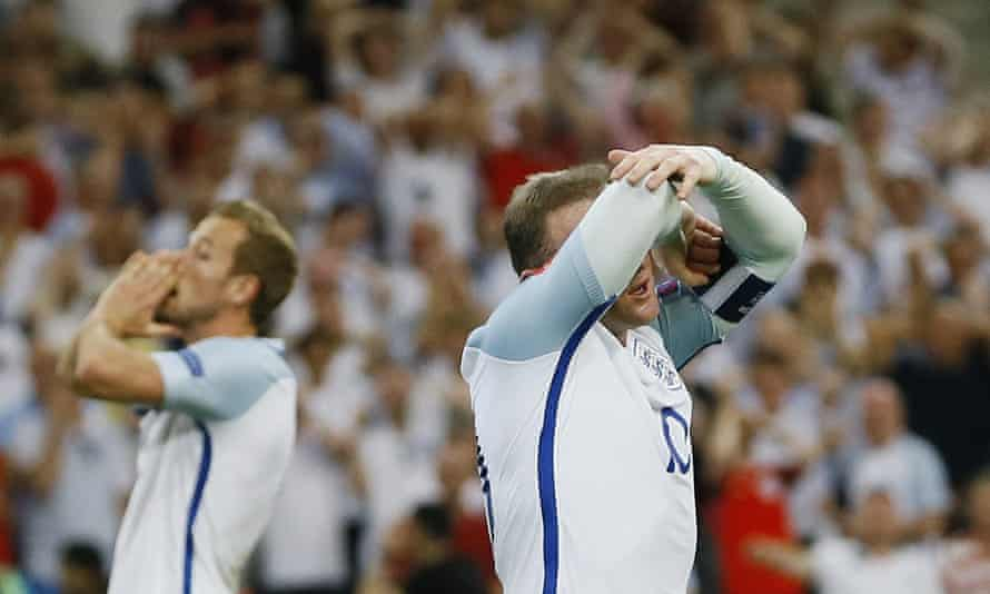 England's Wayne Rooney and Harry Kane after a missed scoring chance