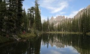 Sawtooth Mountains heading towards Feather Lake