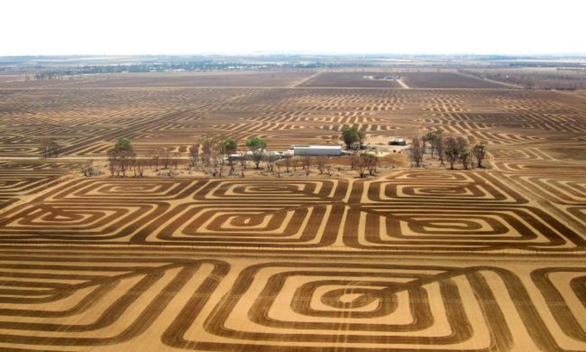 Patchwork ploughing australian farmer creates huge for Soil uk tour 2016