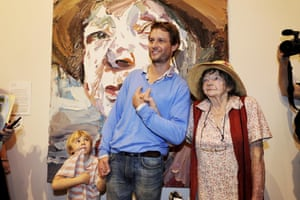 Ben Quilty and Margaret Olley stand with Quilty's Archibald-winning portrait in 2011